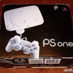 psx scph 102 front box 2c 150x150 - Opakowania podstawowych modeli PlayStation