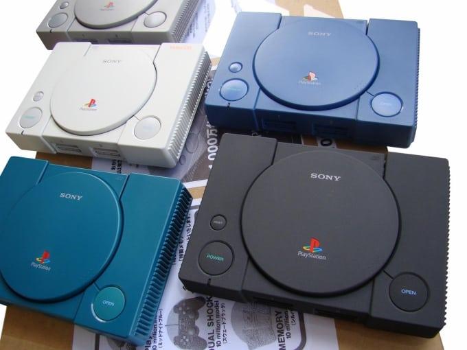 rozne wersje kolorystyczne psx - 20 ciekawostek o PlayStation na 20lecie marki