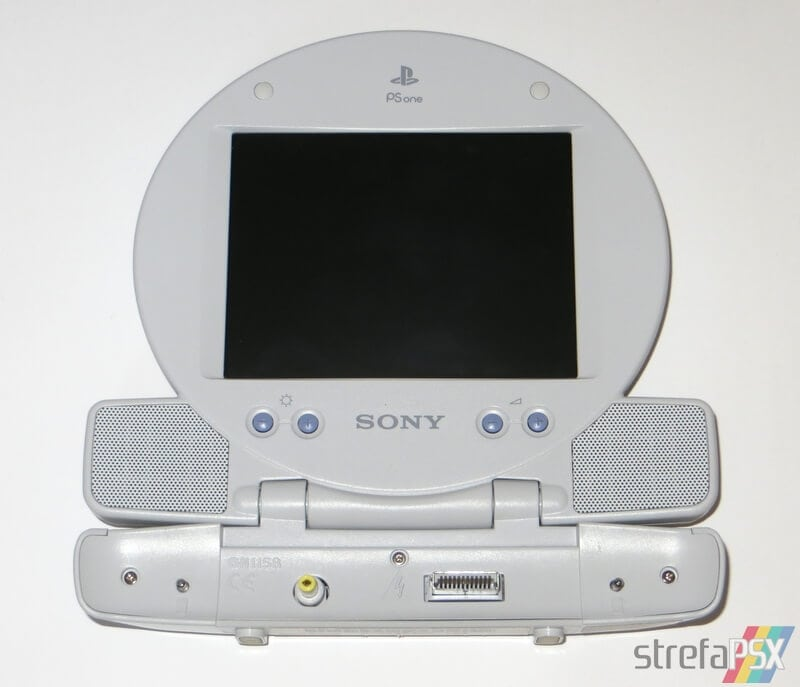 scph-152_psone_lcd_screen01