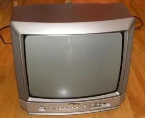 telewizor playstation trinitron 2 300x244 - Telewizor stworzony z myślą o PlayStation - Sony KV-21SP1