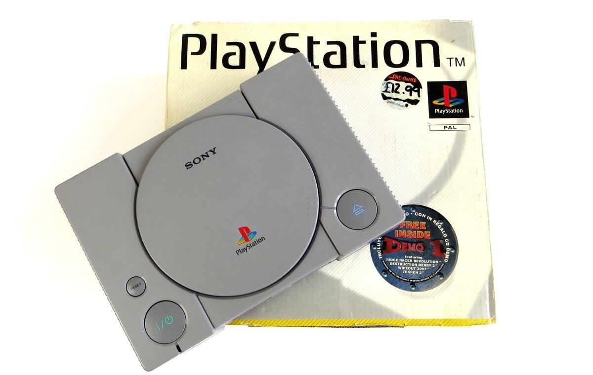playstation scph 5502 baner - Niestandardowe wydanie PlayStation SCPH-1002