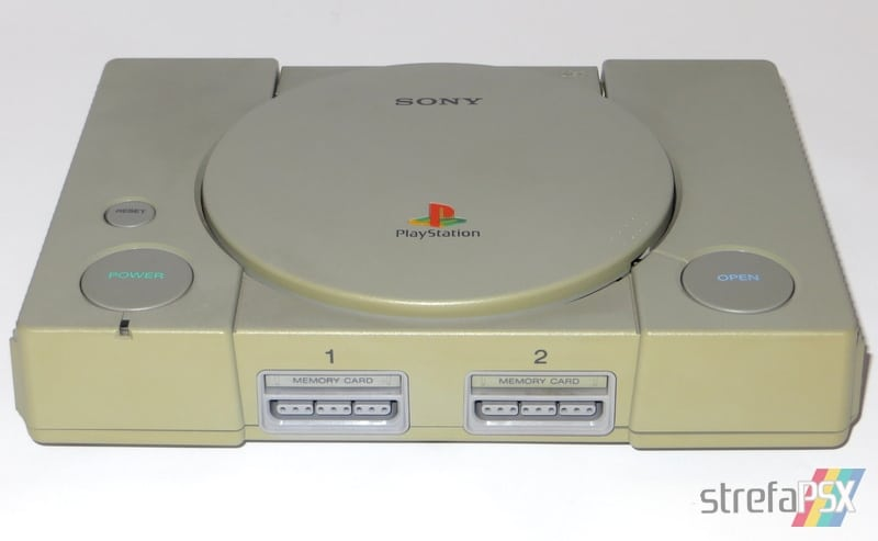 Pożółknięta konsola PlayStation SCPH-1000