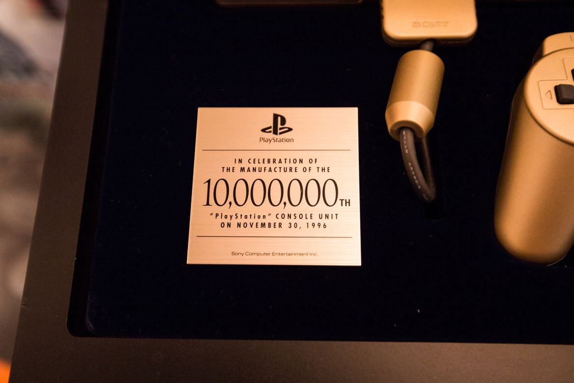 gold playstation 10 million model 02 - [SCPH-????] PlayStation 10 Million Gold Unit / Złote PlayStation