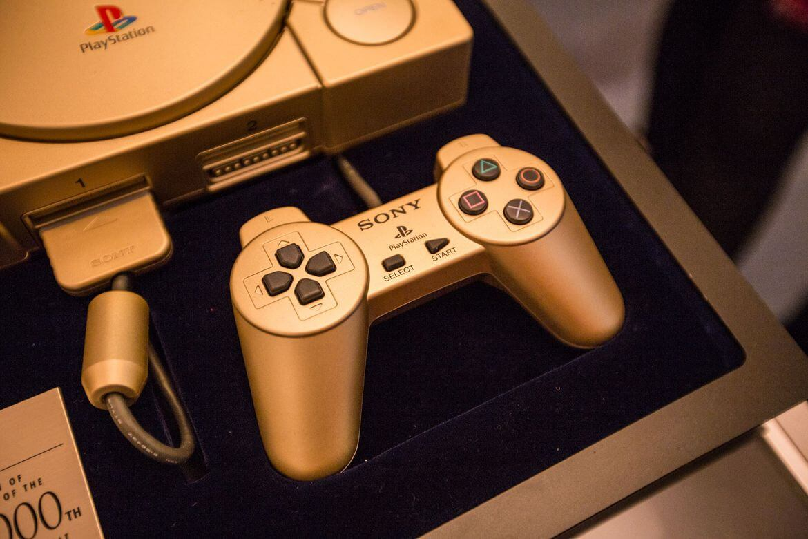 gold playstation 10 million model 03 - Historia niezwykłego sklepu - PlayStation '94 Shop