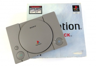 "playstation scph 9002 baner 320x220 - [SCPH-9002] PlayStation ""Dual Shock"""