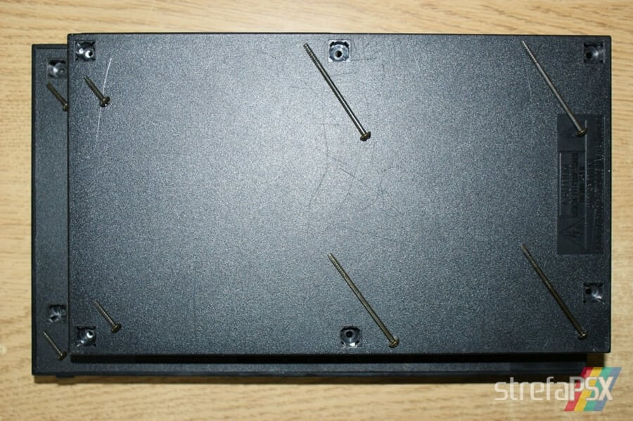 rozbieranie ps2 02 - Rozbieranie i skręcanie PlayStation 2 FAT