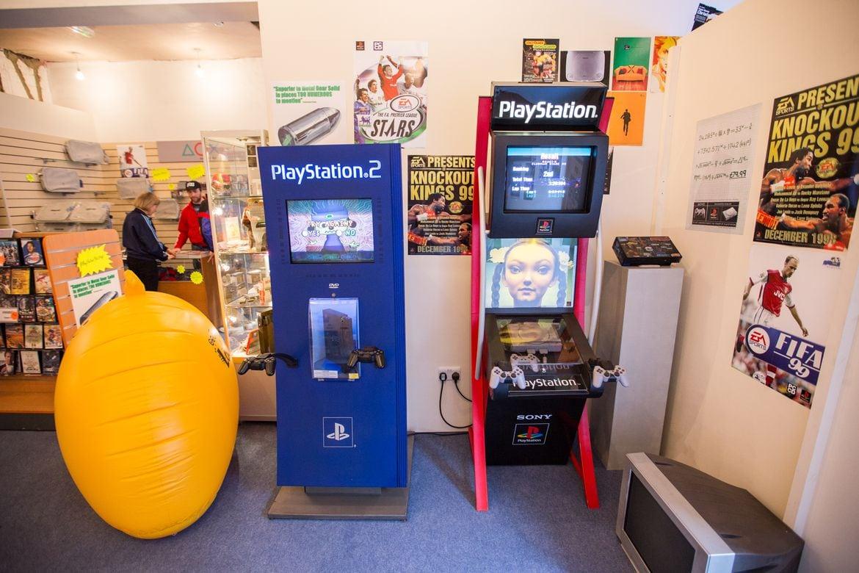 playstation shop bethnal gold special 16 - Historia niezwykłego sklepu - PlayStation '94 Shop
