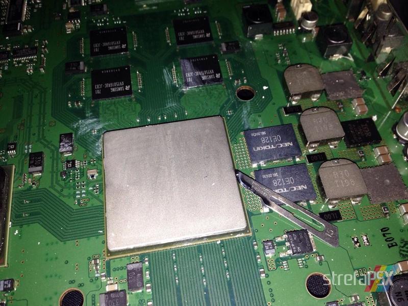 """zdejmowanie ihs psx 02 - Jak przeprowadzić """"delidding"""" w PS3? Demontaż IHSów i nakładanie pasty w PlayStation 3."""