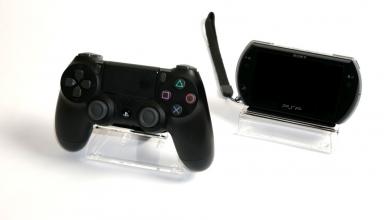 stojaki pleksi 384x220 - Kolekcjonerskie stojaki na kontrolery Dual Shock oraz handheldy